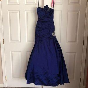 Paparazzi Sapphire Mermaid sleeveless prom dress